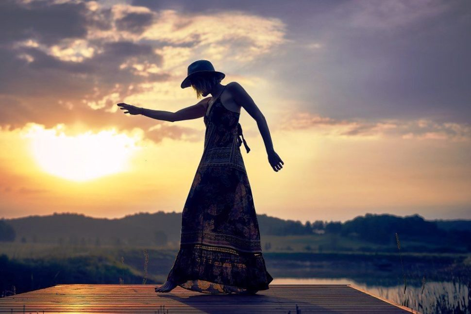 žena vědomá, tančí